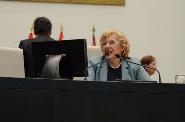 La alcaldesa de Madrid, Manuela Carmena, durante un pleno en el Ayuntamiento