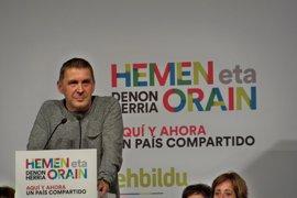 """Otegi se solidariza con Joan Coma (CUP): """"Ningún tribunal decidirá el futuro del pueblo catalán"""""""