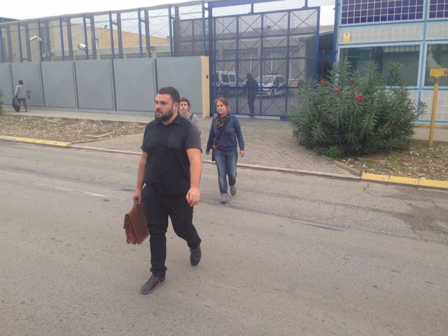 El abogado Andrés García tras visitar a los internos del CIE