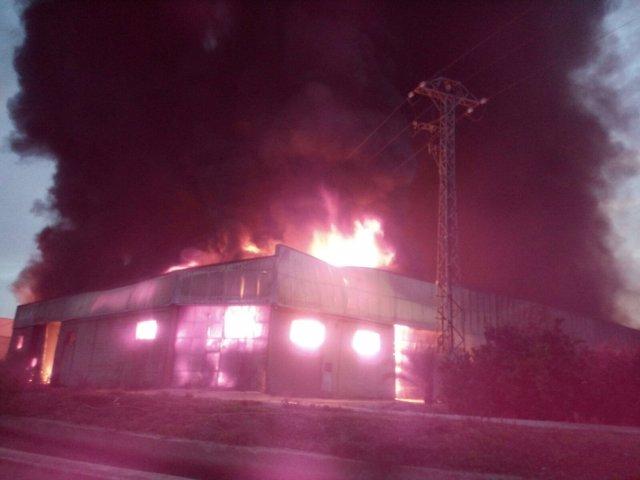 Incenio una fábrica en Benimuslem