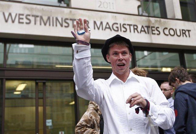 Lauri Love a la salida de los juzgados de Westminster, en Londres.