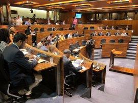 La Junta de Portavoces decide suprimir la sesión plenaria del viernes con las críticas de Podemos e IU