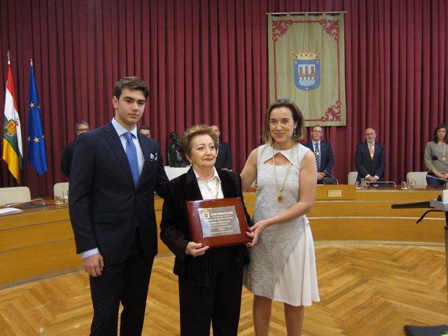 Berta González recoge la Medalla de Logroño para su parte Escultor Daniel