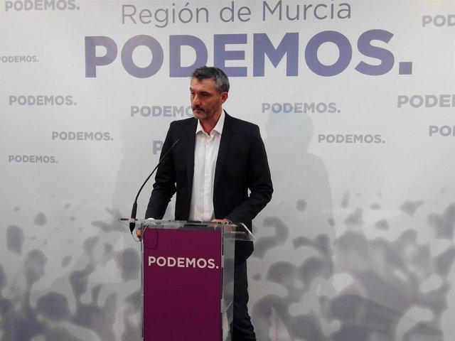 Urralburu en rueda de prensa