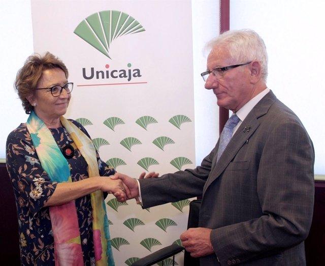 Firma del acuerdo entre Unicaja Jaén y el Instituto Almenara