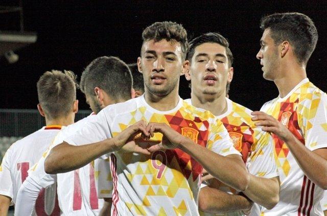 Munir celebra el primer gol de la Sub-21 ante San Marino
