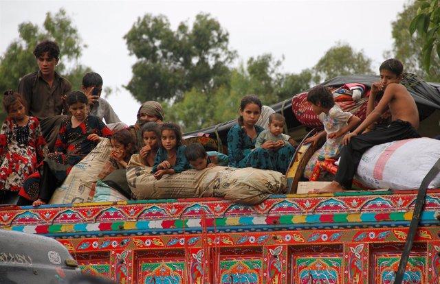Refugiados afganos regresan a su país desde Pakistán