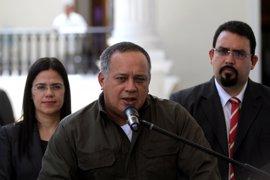 """Cabello dice que el Gobierno estará en el diálogo, pero recalca que """"no se dejará tumbar"""""""