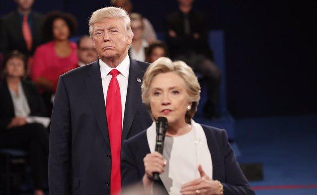 Hillary Clinton y Donald Trump en el segundo debate presidencial