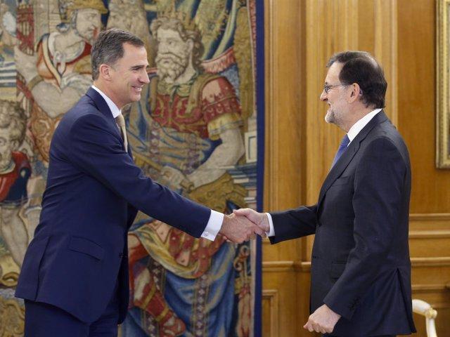El Rey Felipe VI se reúne con Mariano Rajoy en Zarzuela