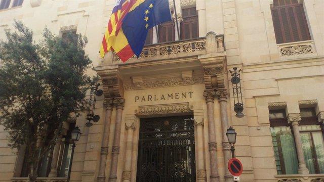 Fachada del Parlament balear