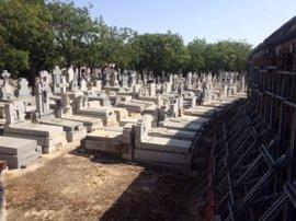 El Vaticano prefiere la sepultura a la cremación y prohíbe conservar cenizas en casa o lanzarlas al aire y el mar