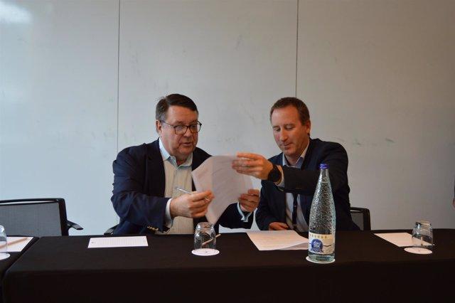 Albert Gallart y Thomas J. Sommer en la firma del convenio