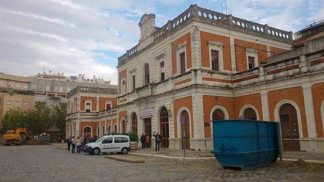 Al fin obras en la antigua estación de Cádiz.