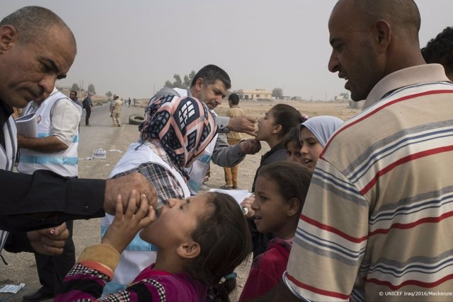 Campaña de vacunación contra la polio en Irak