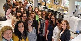 La investigadora Coral Barbas junto con su equipo
