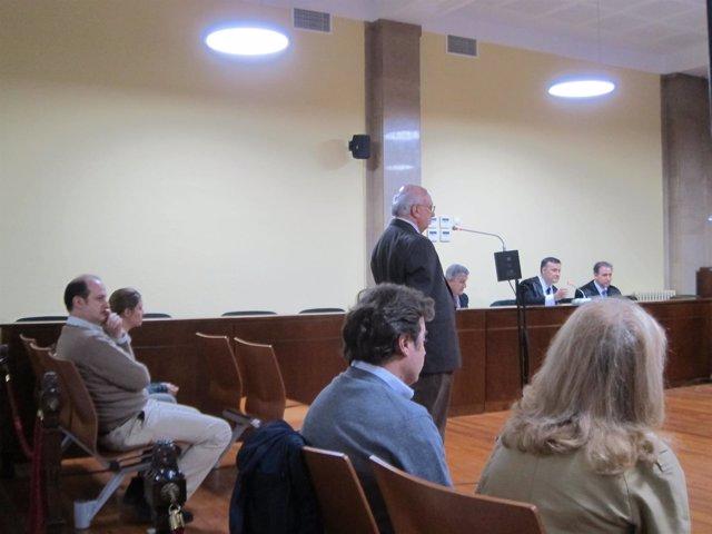 El acusado declarando en el juicio y los otros cuatro acusados