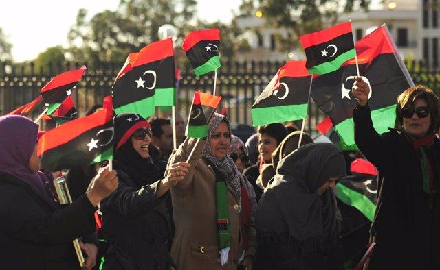 Mujeres libias celebran el aniversario de la Revolución