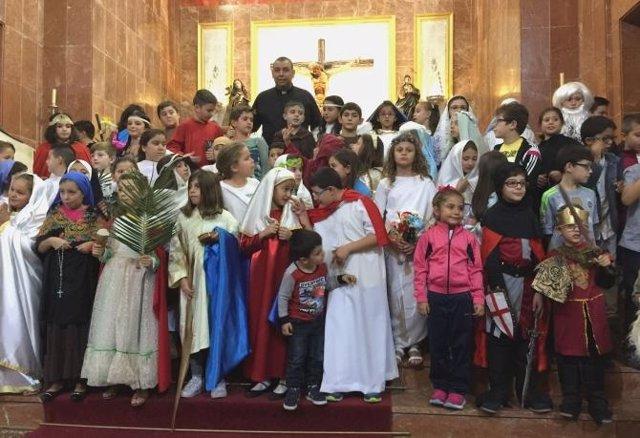 Niños disfrazados de santos por 'Holywins'