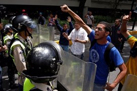 La MUD ratifica su 'hoja de ruta' para echar a Maduro pese al diálogo con el Gobierno