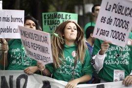 La huelga y manifestaciones contra las 'reválidas' coinciden con el debate de investidura