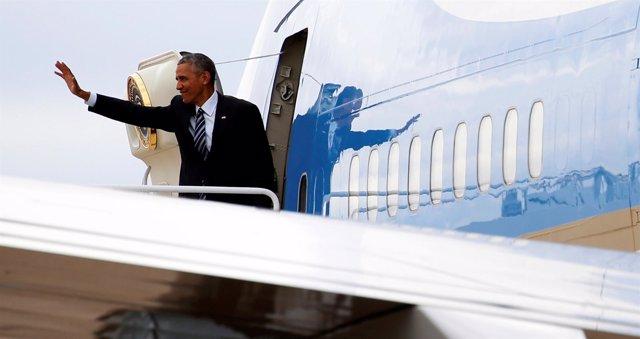 El presidente de Estados Unidos, Barack Obama, se sube al Air Force One