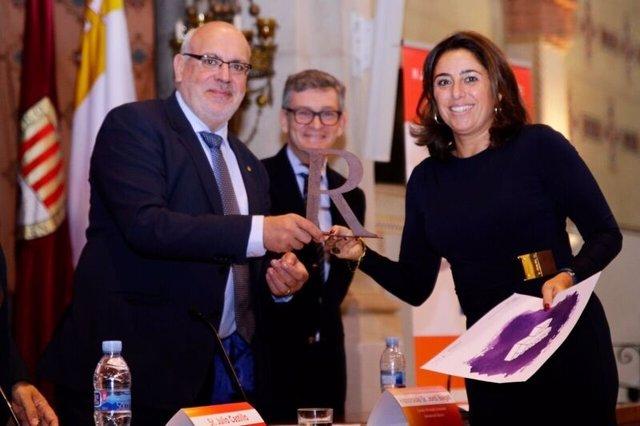 Jordi Baiget (conseller de Empresa) y Belén Marrón (Quirónsalud)