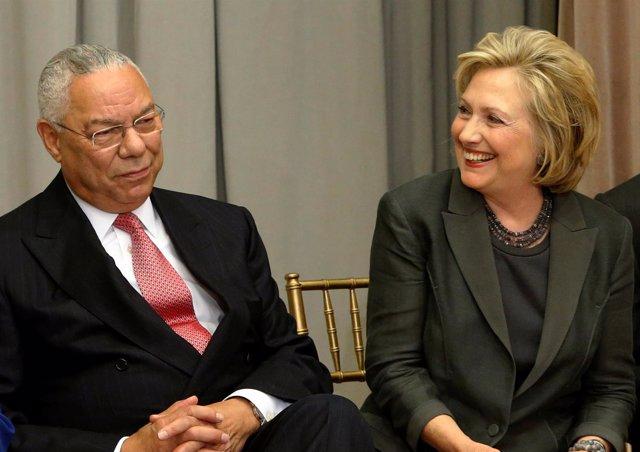 Colin Powell y Hillary Clinton, juntos durante un acto