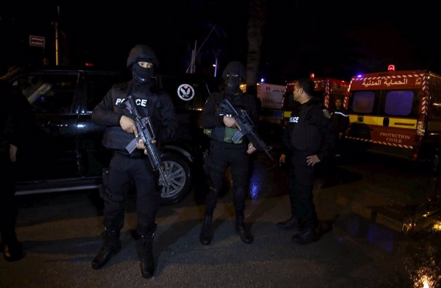 Despliegue policial en Túnez tras el atentado contra un autobús militar