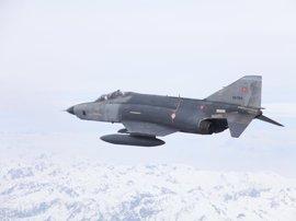 Turquía bombardea objetivos de Estado Islámico y las YPG en el norte de Siria