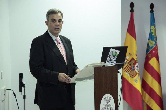 El doctor Santiago Vega