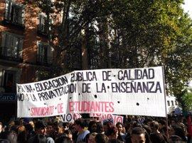 Miles de estudiantes se manifiestan contra las 'revalidas' y amenazan con volver a la calle si no se derogan