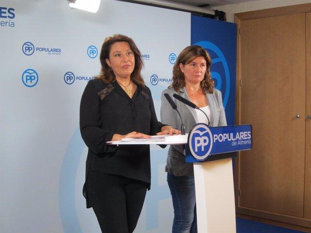La portavoz del PP-A, Carmen Crespo, y la parlamentaria Rosalía Espinosa