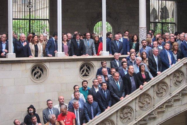 C.Puigdemont con 200 personas del mundo local,  económico y de la sociedad civil