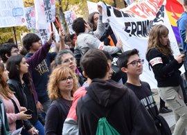 Estudiantes se concentran en Huesca contra la LOMCE y la reválida de Bachiller