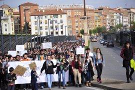 """Centenares de estudiantes de Teruel protestan contra reválidas que tildan de """"injustas"""""""