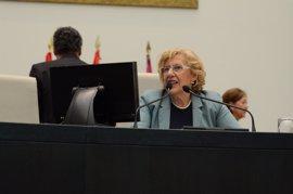"""Carmena """"está bien"""" pero en atención al protocolo médico abandona el Pleno para hacerse un escáner"""