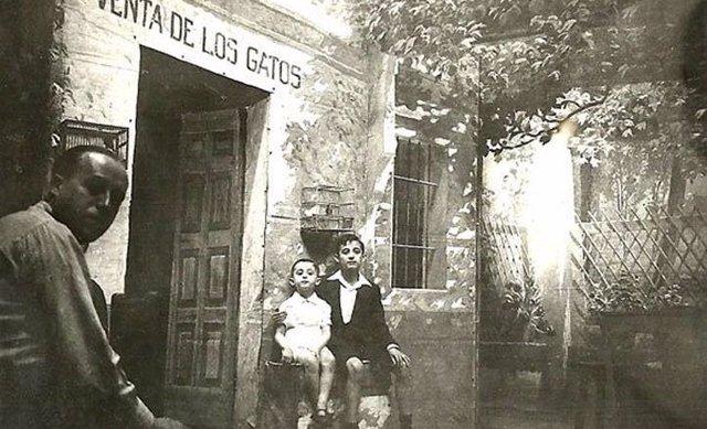 Foto de época de la Venta de los Gatos.