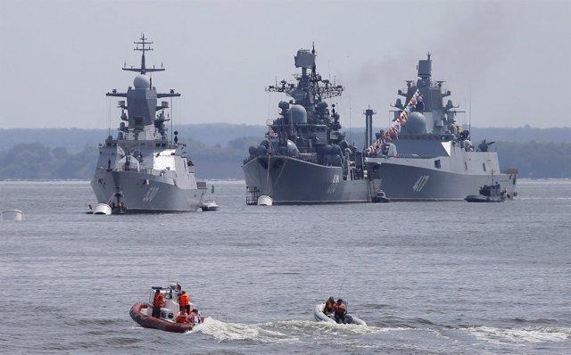 Buques de guerra rusos entran en el Mar Báltico