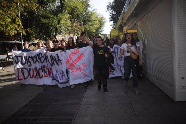 Estudiantes se manifiestan en Madrid en contra de las reválidas