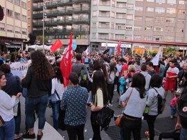"""Cientos de personas se concentran en toda Galicia para pedir el fin de la LOMCE y de la """"tiranía"""" de las reválidas"""