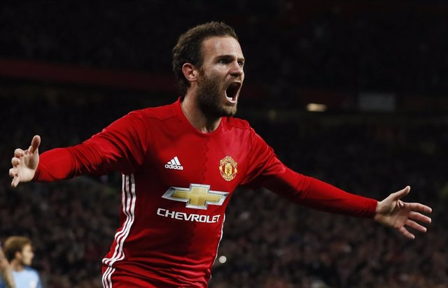 Juan Mata celebra un gol con el Manchester United