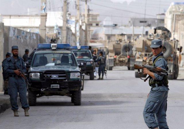 Policía Afgana De Patrulla Por Kandahar