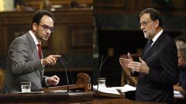 """Rajoy trata de conseguir el apoyo del PSOE para gobernar y Hernando le avisa de que no intente el """"abrazo del oso"""""""
