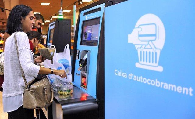 Caprabo incorpora en sus supermercados el autopago