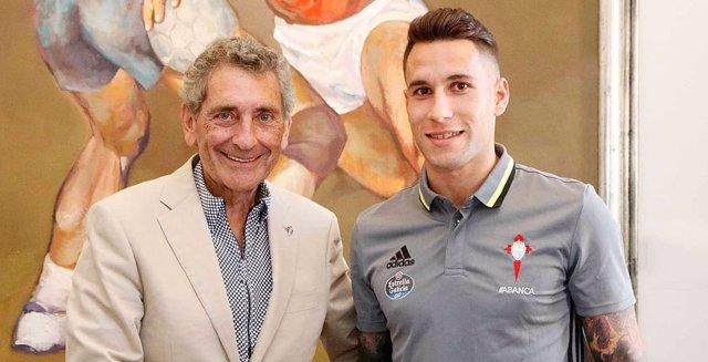 Mouriño y Hugo Mallo tras firmar la renovación