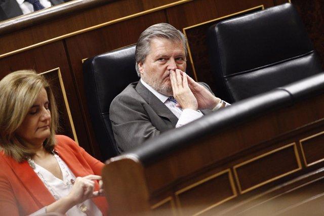 Fátima Báñez e Iñigo Méndez de Vigo en el Congreso