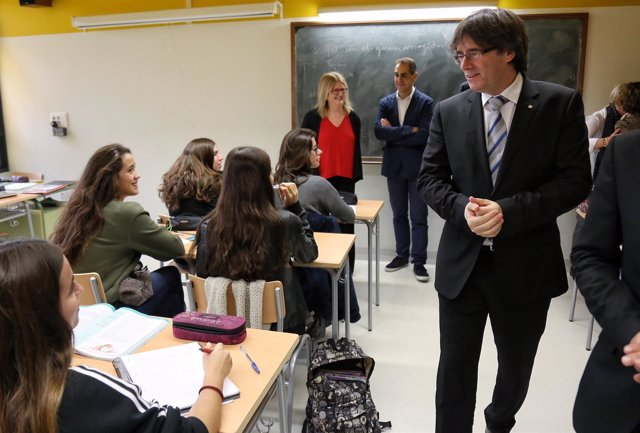 El pte.C.Puigdemont en la inauguración del Insitut Lluís de Requesens.