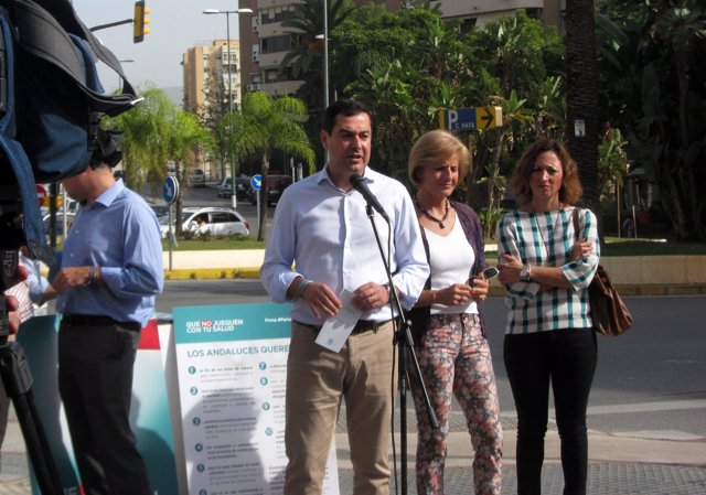 Juanma Moreno, líder del PP-A en una rueda de prensa en Málaga