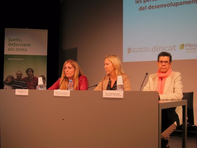 Rosa Cadenas (Dincat), Neus Munté (Generalitat) y Vicki Bernadet (FVB)